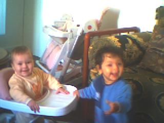 ma petite niece qui a le meme age que sa tante kamelia photo140